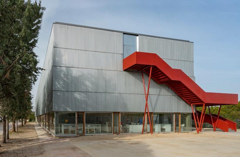 Aulario B Founder's Hall. Runnymede College Campus Premios Coam y Luis Mansilla 2019 .Luis Rojo de Castro y Begoña Fernández-Shaw Zuleta
