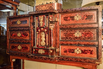 Bargueño de estilo español del siglo XVII
