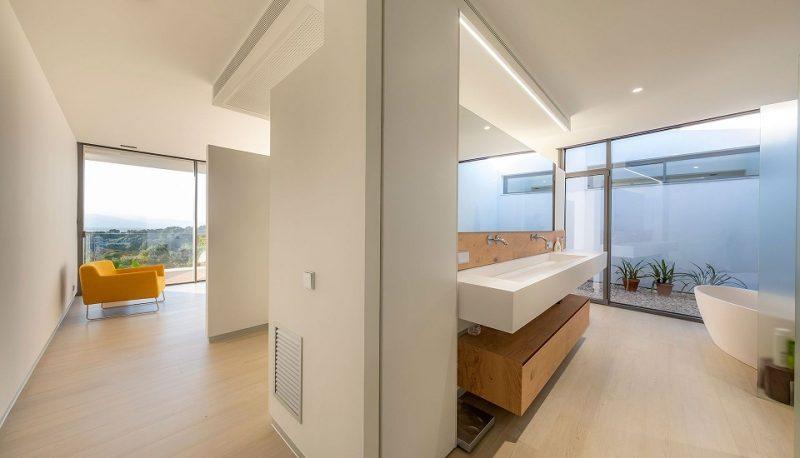 Casa Simpática Ejemplo funcionamiento Sistema KNX Jung. Premio mejor instalación domótica . Control de iluminacion. Suite con baño