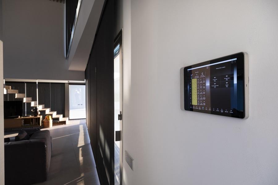 Casa Simpática Ejemplo funcionamiento Sistema KNX Jung. Premio mejor instalación domótica . Control de persianas