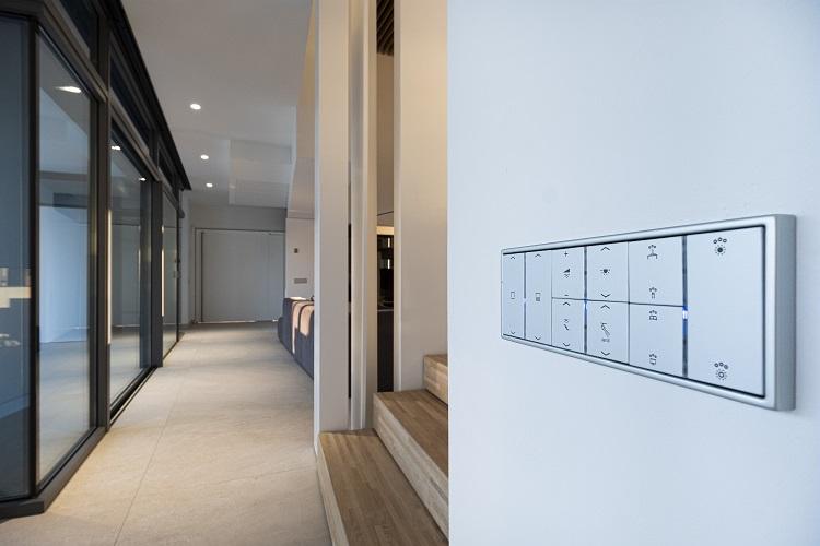 Casa Simpática Ejemplo funcionamiento Sistema KNX Jung. Premio mejor instalación domótica .mecanismos ls 990