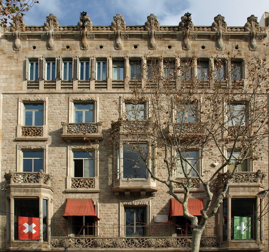 Vincon Barcelona,  una tienda con historia. Fachada de la Casa Casas-Carbó