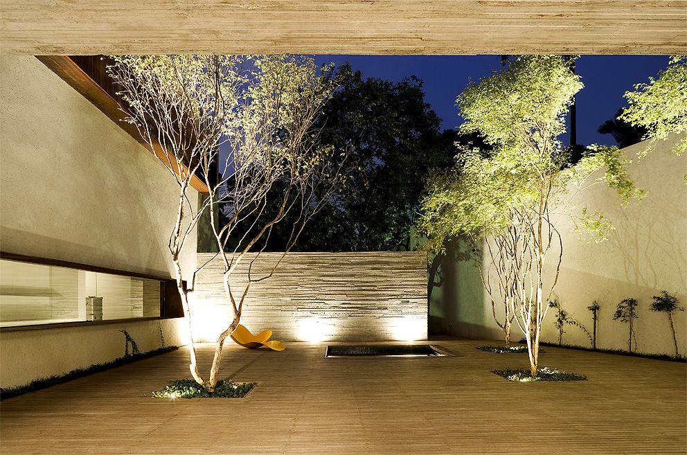 Coser-–Marcio-Kogan-arquitectura-peruarki-adorno2 Diseño y naturaleza. Casa con arbol