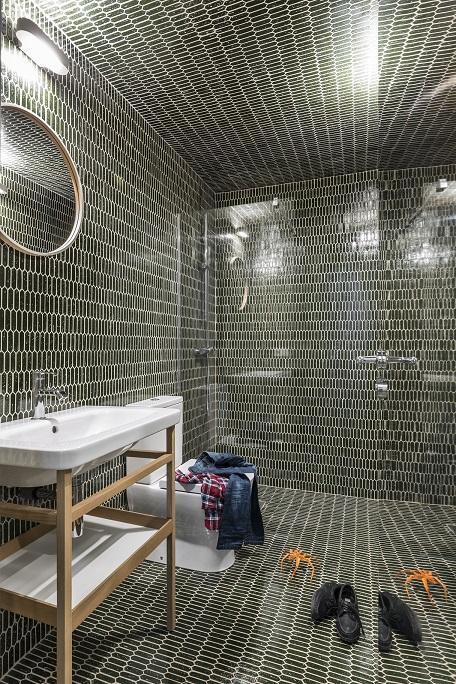 Selecta Home: Rehabilitación de vivienda en Valencia. Casa de alquiler. Baño con cerámica en suelo , paredes y techo.