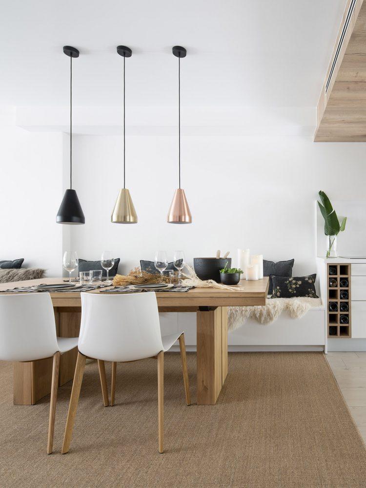 Dawn House. Proyecto de Susanna Cots. Slow Design. Comedor con mesa de madera maciza y banco corrido