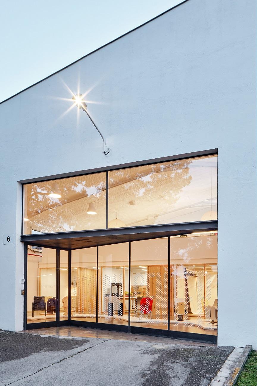Figueras international seating abre un nuevo design center for International seating and decor