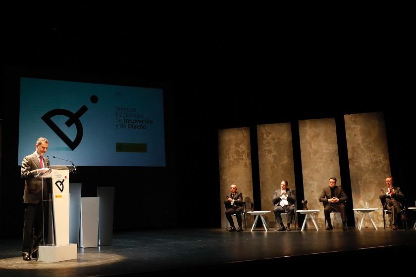 Don Felipe en los Premios Nacionales de Diseño e Innovación 2017 junto a los premiados