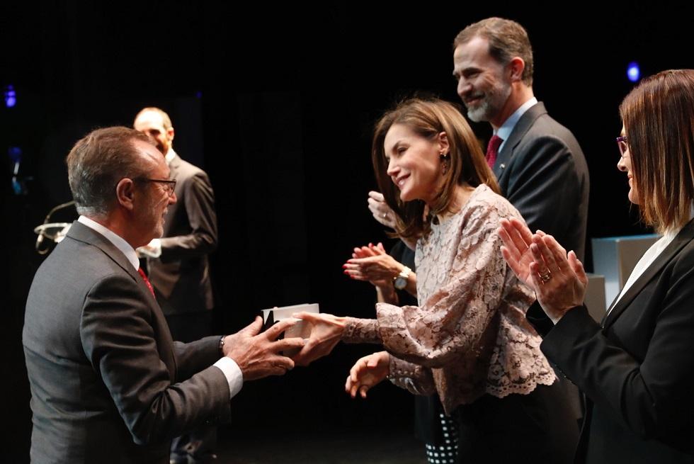 Don Felipe y doña letizia en los Premios Nacionales de Diseño e Innovación. Premio a Actiu recoge Vicente Berbegal
