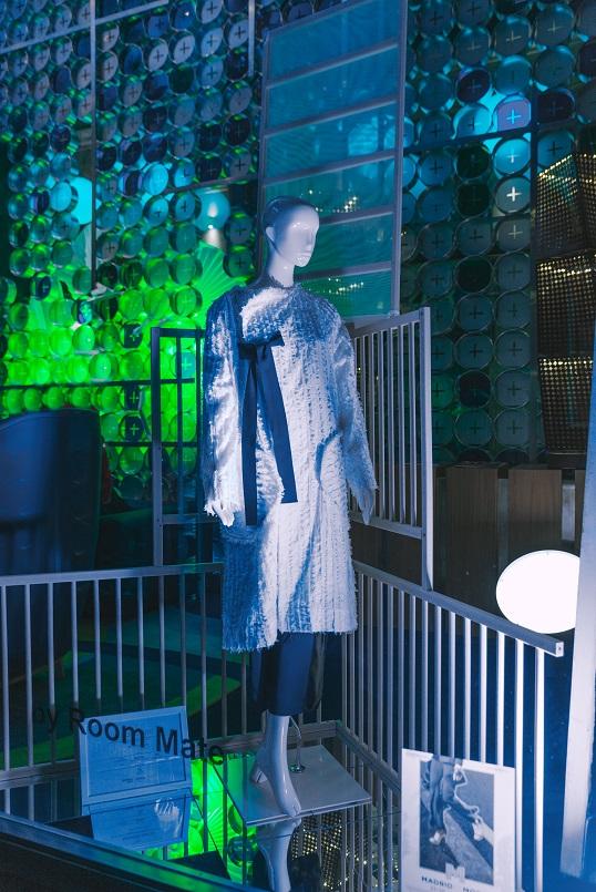 7 Diseños de Escaparate por menos de 100 euros .Centro Superior de Diseño de Moda de Madrid. Concurso de escaparates Madrid es Moda y Acme. Diseño modamoisés nieto . Room Mate