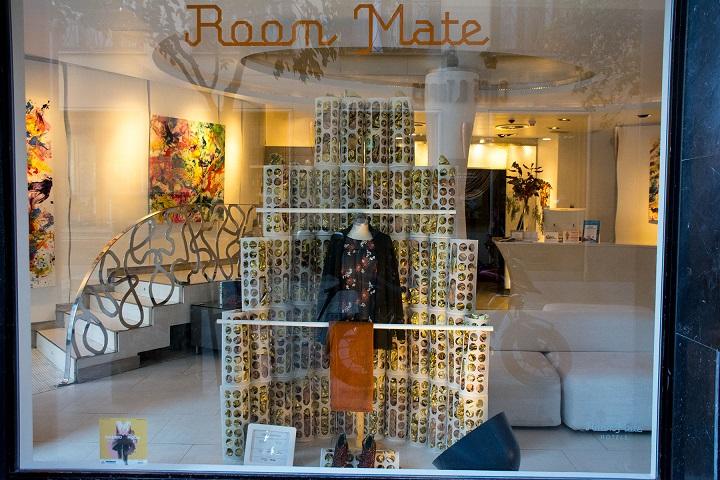 7 Diseños de Escaparate por menos de cien euros . Concurso de escaparates Madrid es Moda y Acme. Lebor Gabala. Room Mate.Centro Superior de Diseño de Moda de Madrid