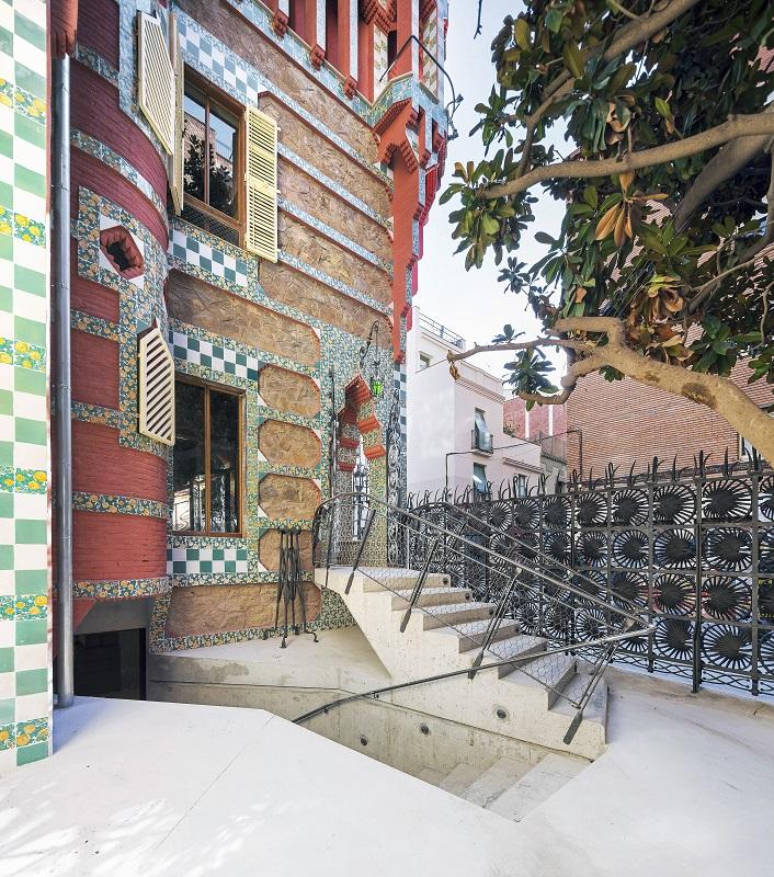 Fachada Casa Vicens Gaudí en Barcelona By Pol Viladoms (5)
