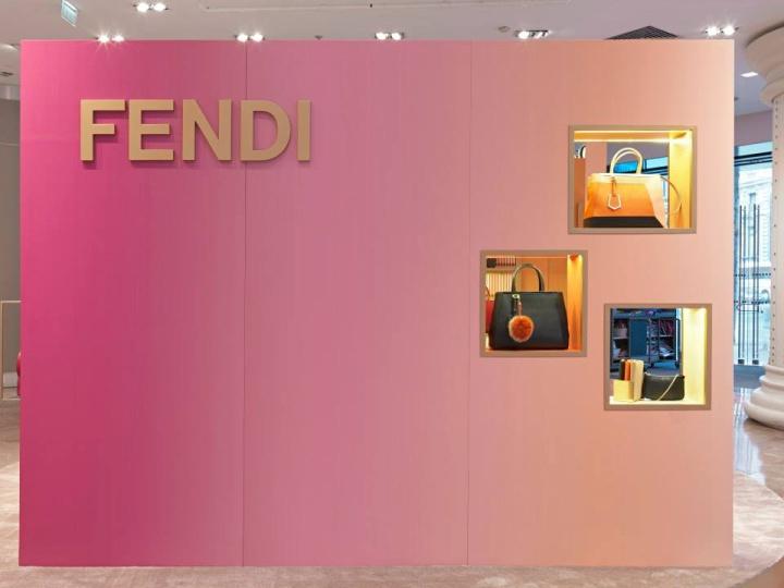 Córner Fendi de Galerías Lafayette en Paris, ejemplo de ordenación de alzados. Visual merchandiding