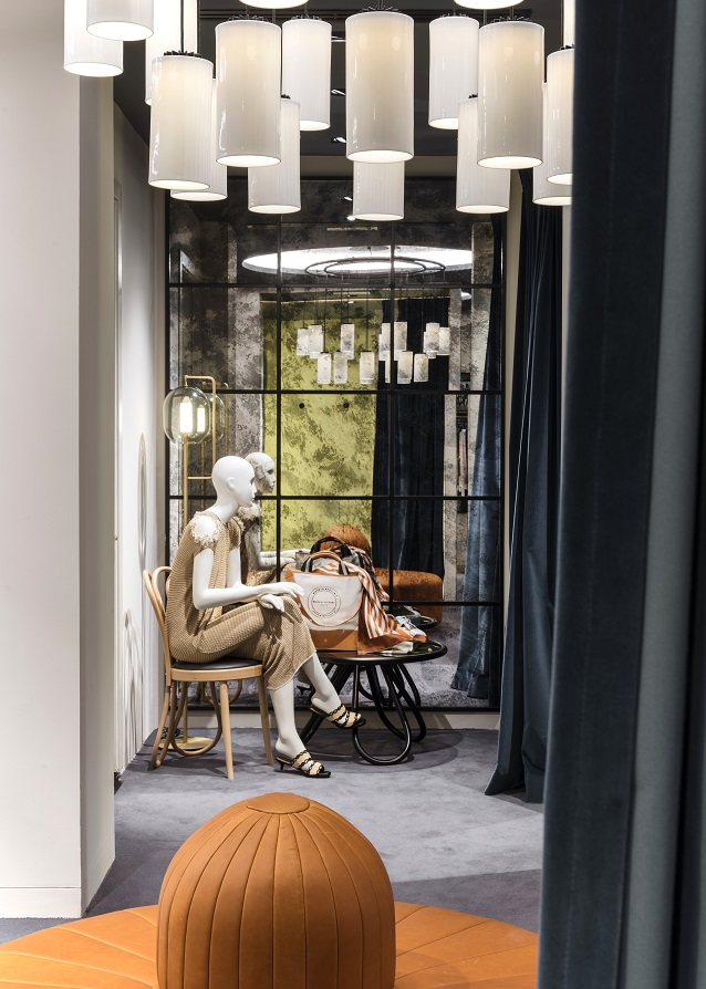 "Flagship Sonia Rykiel en Madrid Foto By ManoloYllera Vudafieri-Saverino Partners.  ""Post Mundum Chair "" firmada por Martino Gamper"
