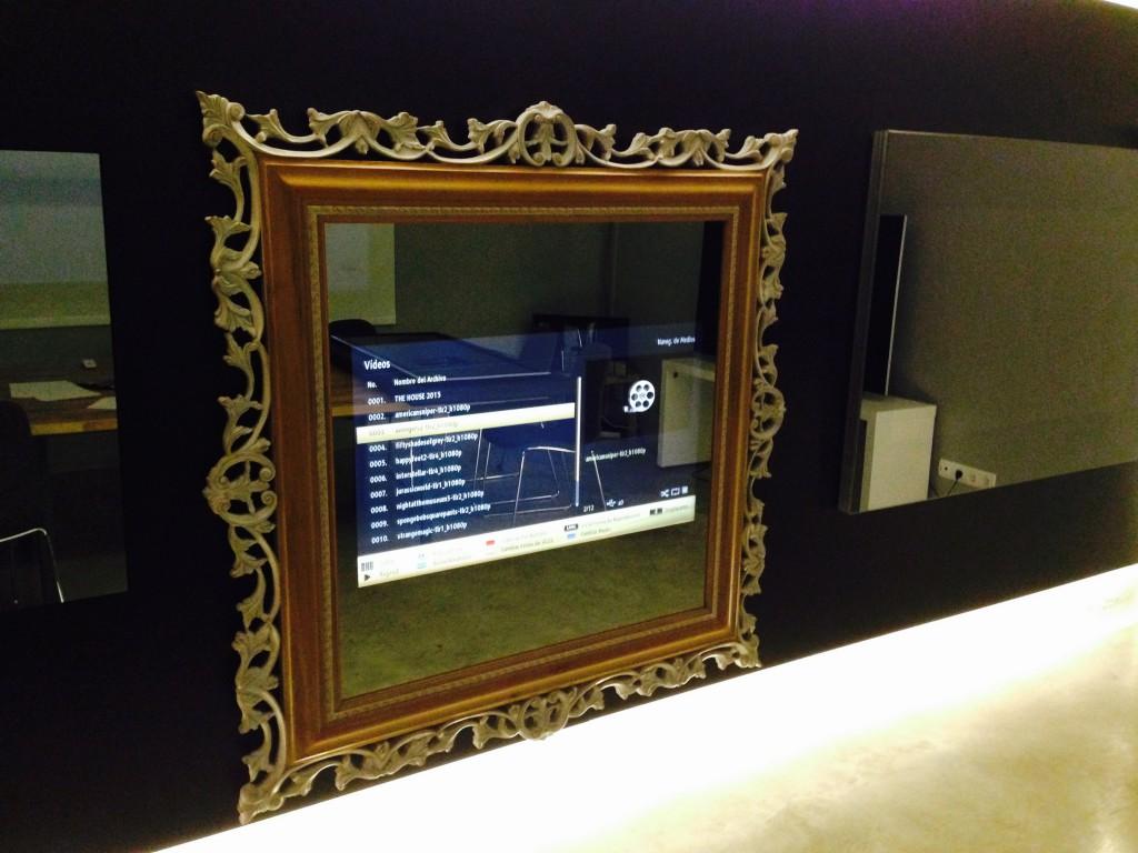 FullSizeRender 29 Miralay televisión espejo. Televisión integrada en espejo