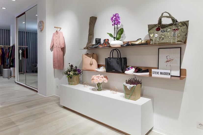 exposición tienda de moda visual merchandising Gasparina Castellón. proyecto Retail Estudio Huuun de Valencia Miguel Lozano de la Mota