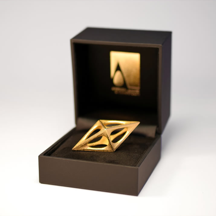 Gold-Trophy-in-Box-715px