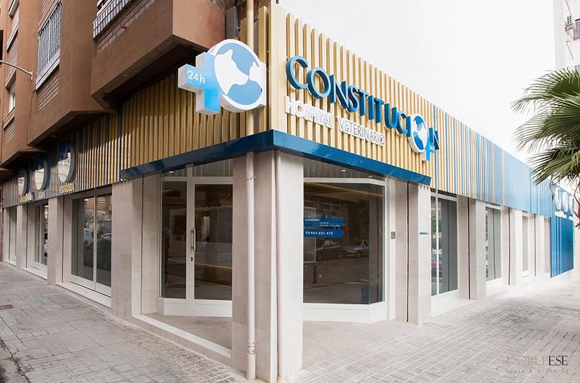 Fachada clinica veterinaria Constitucion por Dobleese Valencia