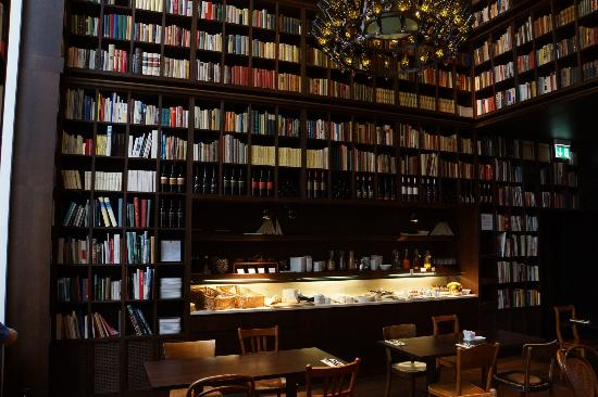 hoteles-literarios-b2-hotel-zurich-ruta-literaria-con-mientrasleo-1