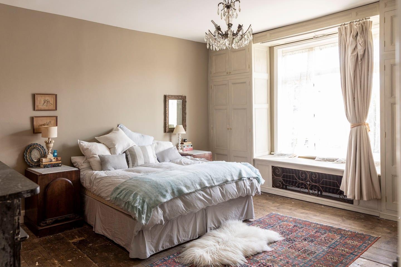 Herne bay Airbnb. Diseño de interiores inspirado por los Bridgerton