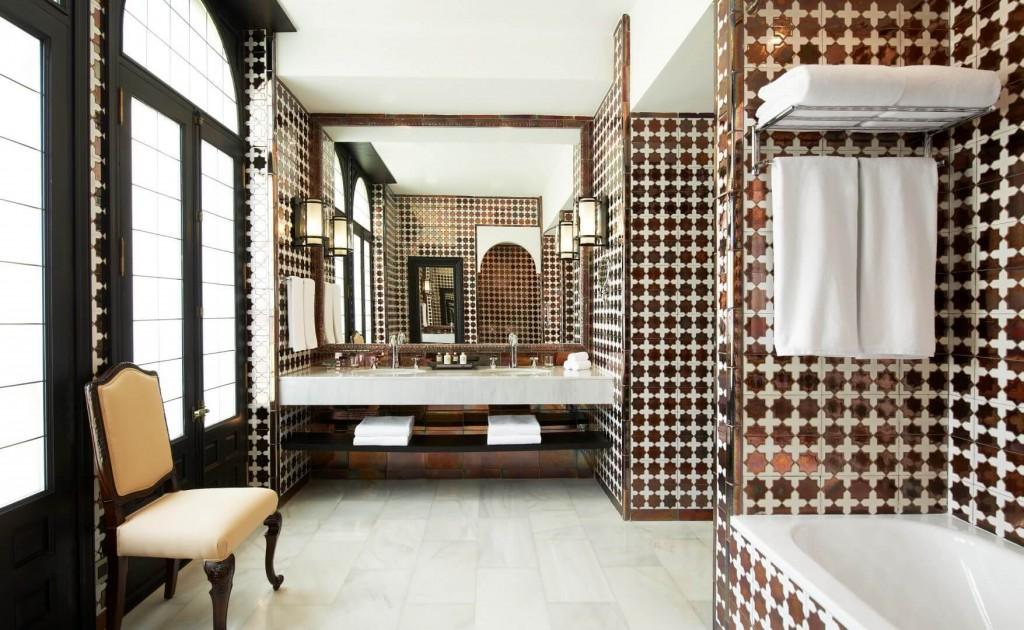 Hotel Alfonso XIII Sevilla. Baño alicatado. Trivago. 10Deco