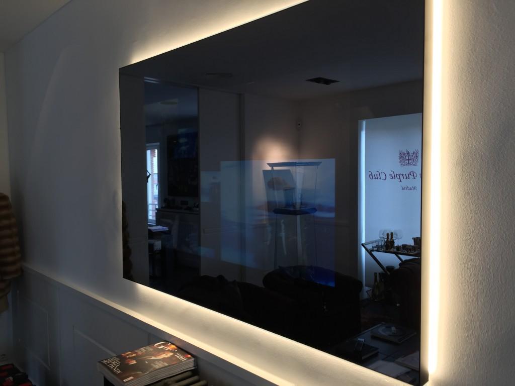 Miralay televisión espejo. Televisión integrada en espejo