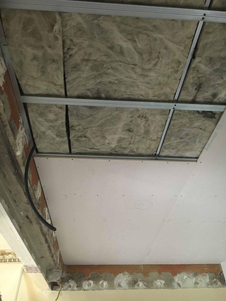 como hacer una reforma integral. falso techo pladur con aislante
