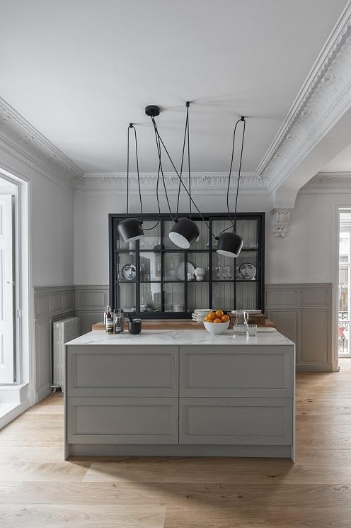 Isla de cocina para almacenamiento. Basar Cocinas. Diseño Mara Pardo Estudio. Encimera Dekton Aura