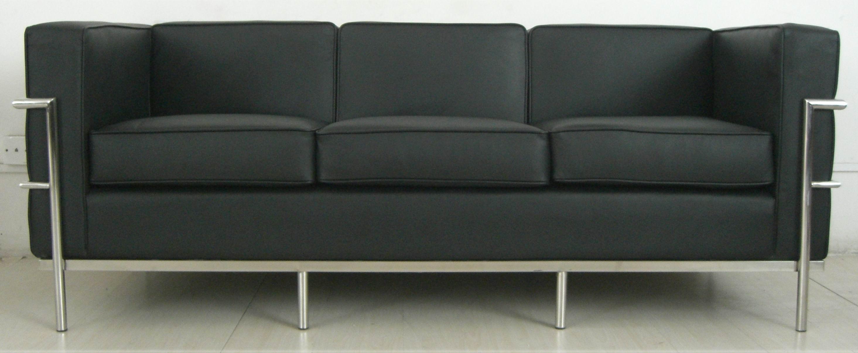 Leather-Sofa-Le-Corbusier-Sofa-LC2-  gATOS EN CASA. Muebles para gatos. Gatos y decoracion
