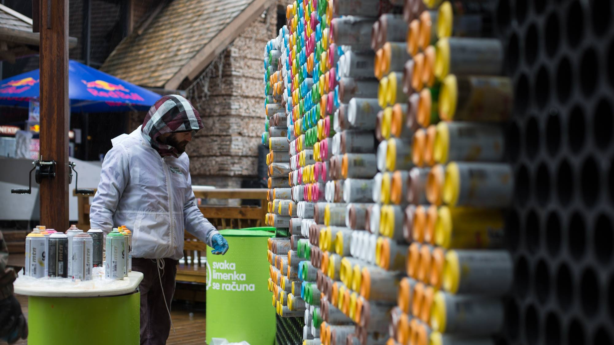 PIXELATA-photoAlquimia_ reciclaje de latas de refresco pintadas