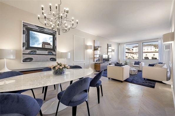 Pieratelli Architettura un Apartamento con vistas al PonteVecchio de Florencia foto Iuri Niccolai. Firenze . Mesa Saarinen