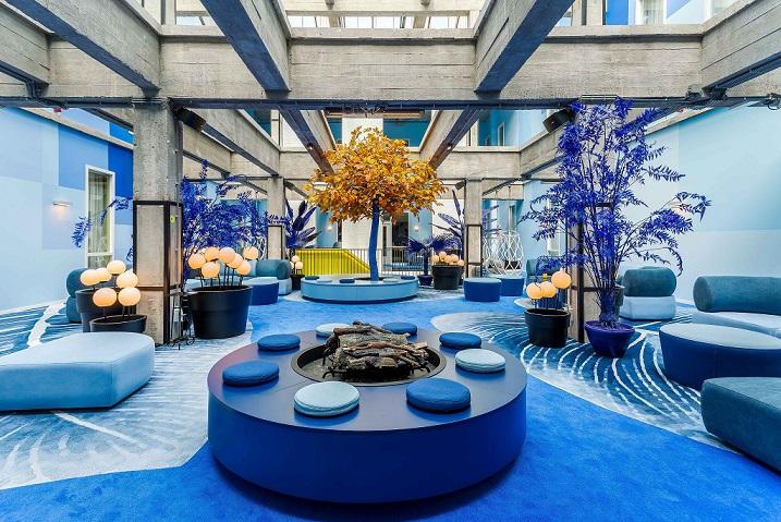 Room Mate Rotterdam . Room Mate Bruno . Proyecto Teresa Sapey . Lobby azul. Columpio Nautica Expormim