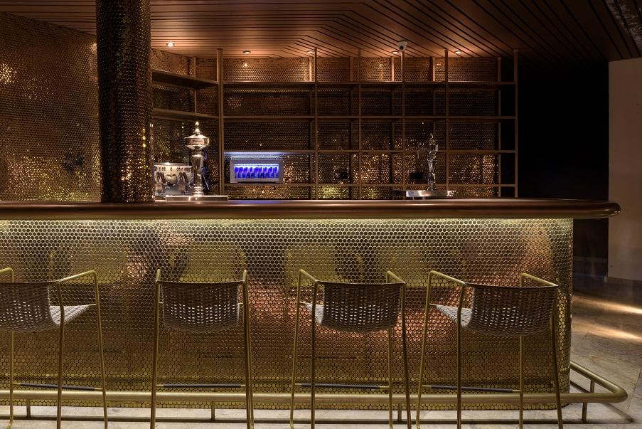 Restaurante Tatel Ibiza . Interiorismo del Studio Ilmio Design. Revestimiento dorado