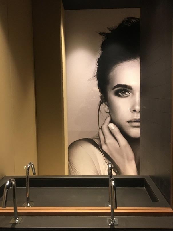 alejandra de la hoz casa decor 2019 baño del hombre invisible.