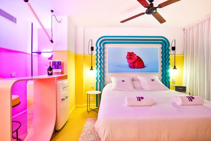 paradiso ibiza art hotel . diseño estudio ilmiodesign. habitacion gato amarilla