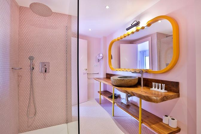 Paradiso Ibiza Art Hotel Diseño ilmiodesign.baño gresite rosa vitrogres