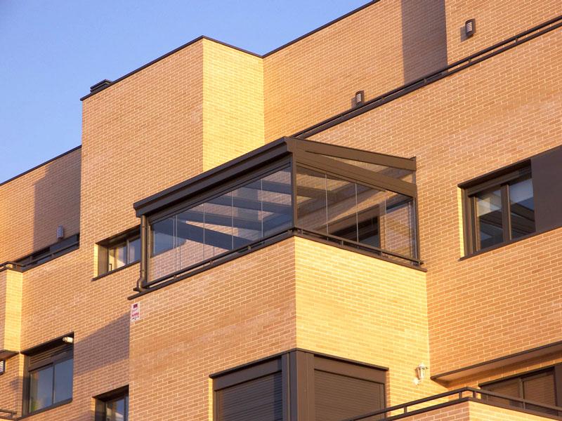 cerramientos plegables de aluminio . cerramiento de terraza con techo cristal