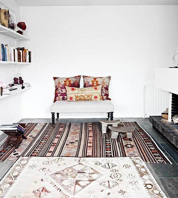 decoracion-estilo-hindu-cojines-kilim
