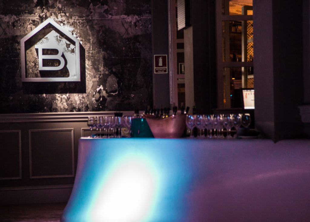 discoteca-blackhaus-madrid-cuarto-interior-diseno-barra-2