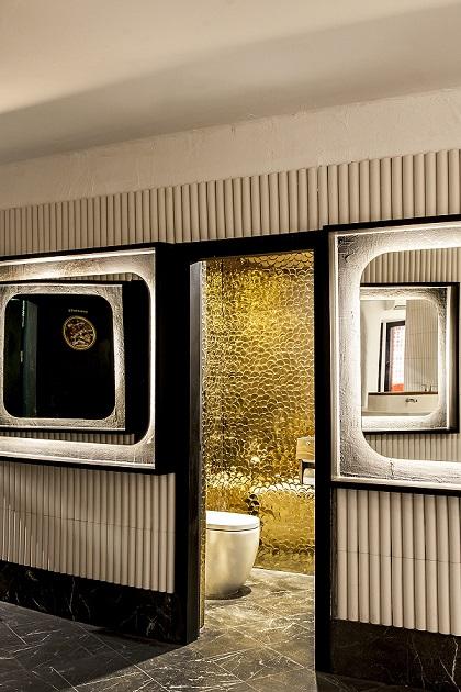 Discoteca Pacha Ibiza nueva imagen reformado por Juli Capella . baños dorados