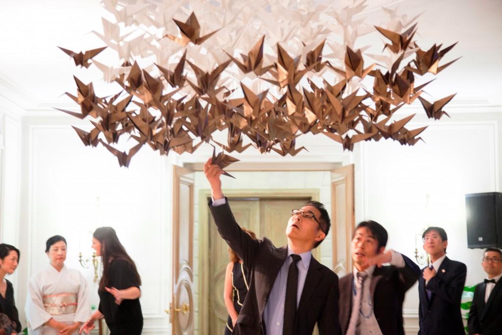 embajador_japón_origami_empaperart Origami empaperart petit fashion week  mil grullas de origami
