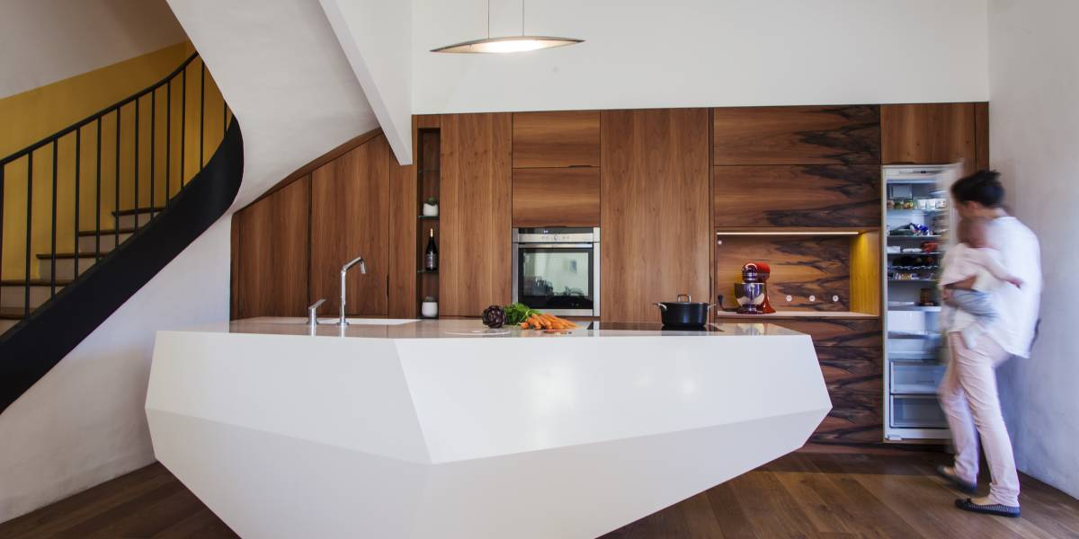 isla de cocina realizada en HI-MACS®. que encimera poner en la cocina