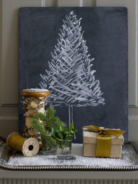 adornos de navidad originales. Arbol de Navidad pintado en pizarra
