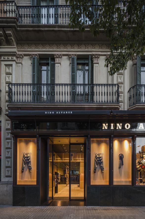 fachada nino alvarez Barcelona by Francesc Rifé retail