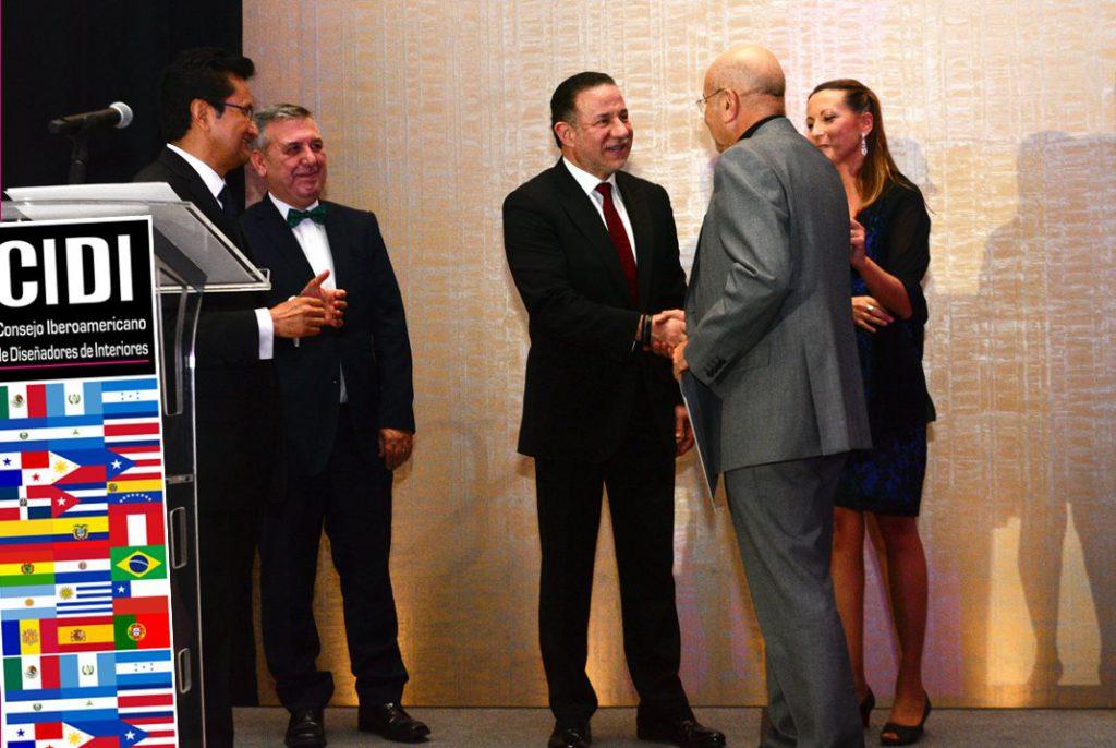 Entrega Premio CIDI 2016 a Vicent Martínez de PUNT. Informe exportacion española de muebles 2017