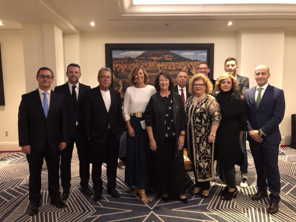 Empresas de Anieme con su Directora Amparo Bertomeu y Rebeca Fas y la Presidenta de la WDO . Gala de premiaciones Cidi 2018.
