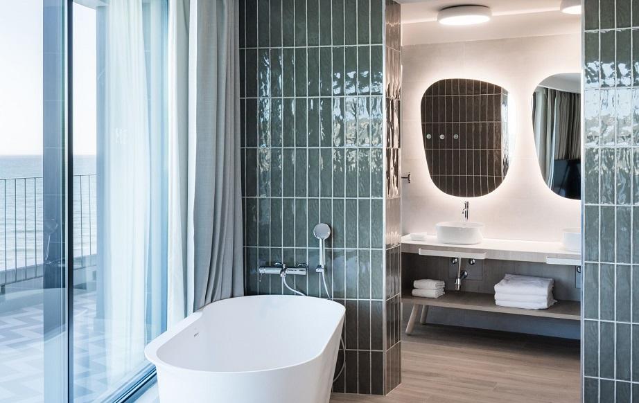 hotel Me sitges Terramar . Me by Meliá diseño Lagranja design . Habitacion con terraza