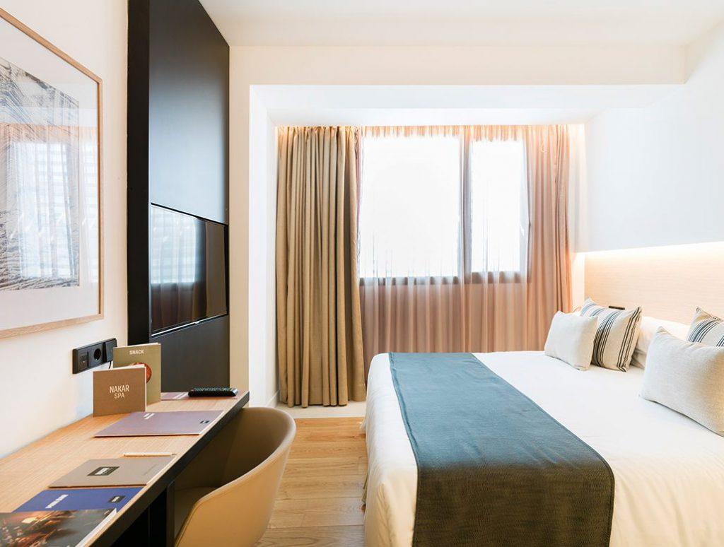 hotel-in-palma-nakar-st-room- mecanismos USB Jung Nakar Hotel con tecnología Jung