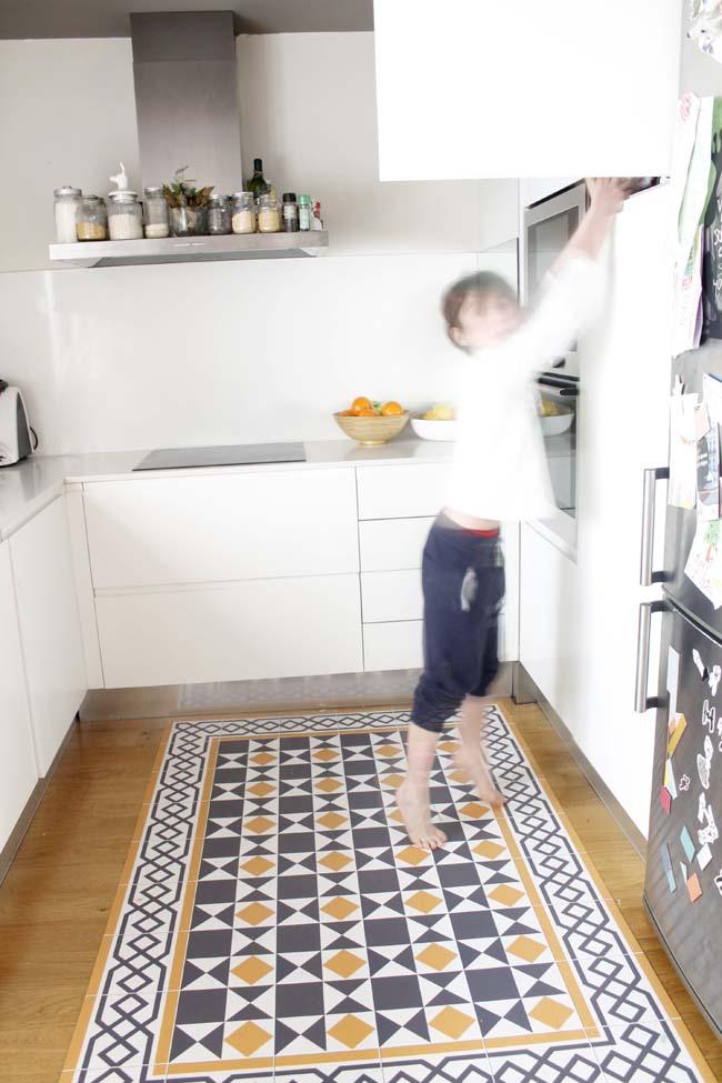 ideas para cambiar la cocina sin obras. alfombra vinilo hidraulico. Hidraulik