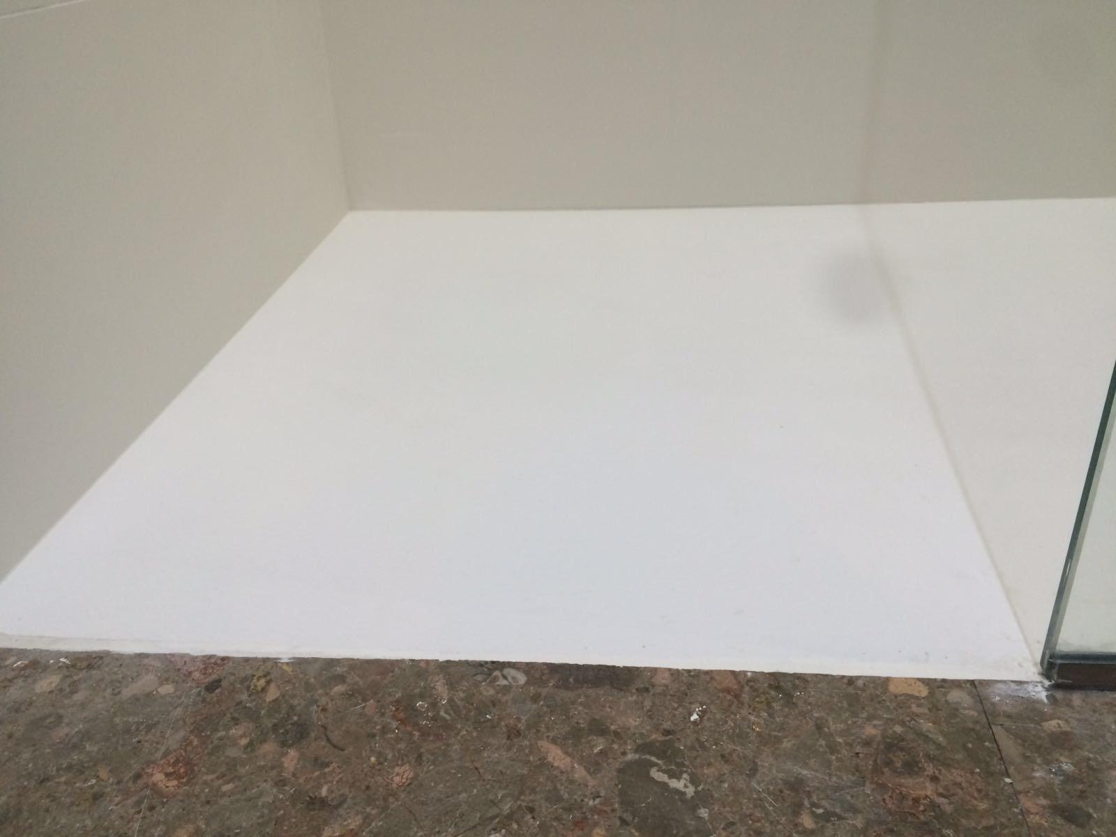 Junta entre pavimento y plato de ducha 10decoracion for Instalar plato ducha resina