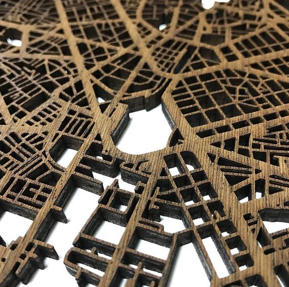 Mapas de madera cortados al laser